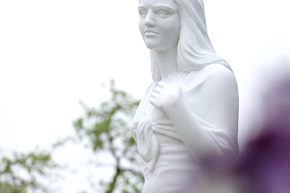 Figur am Grab  von Anneli Marie in Sora.