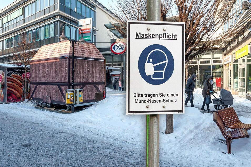 Seit November gilt auf dem Boulevard die Maskenpflicht - auch im Bereich vor der Elbgalerie. Eine Ausnahme für Raucher oder einen kurzen Snack gibt es nicht.