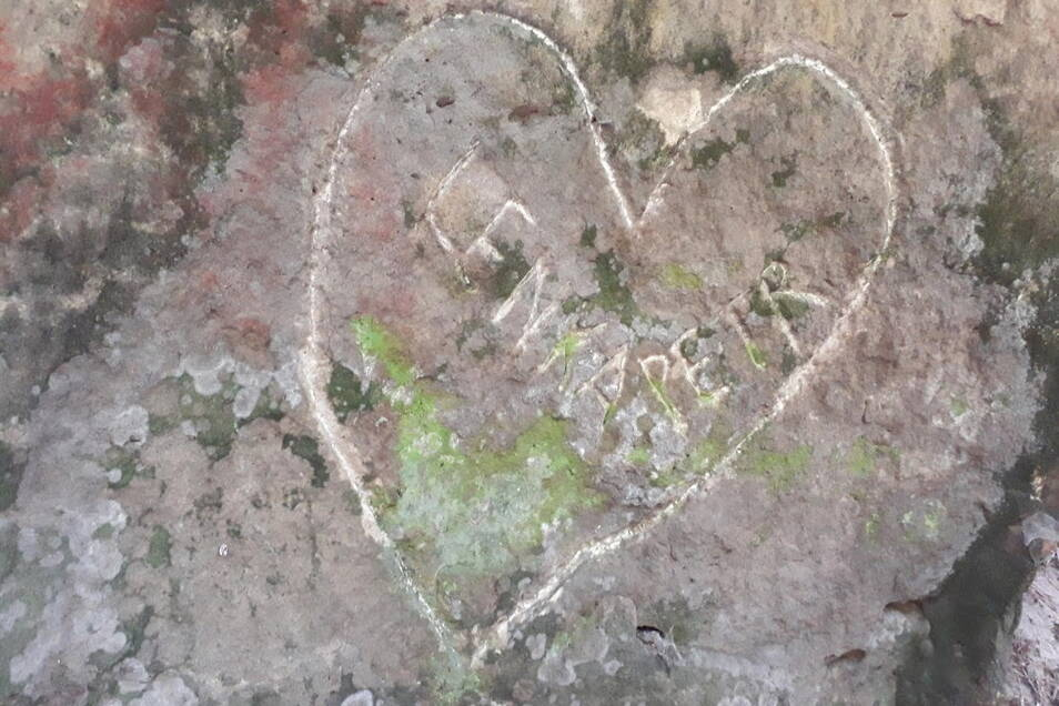 Vandalismus in Felsen im Nationalpark Böhmische Schweiz.