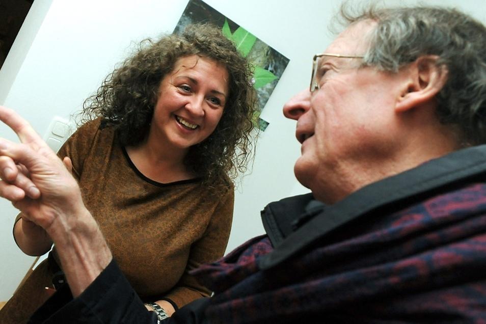 Ela Lindner, Geschäftsführerin des Naturhofes Haide, und der Amerikaner Georg Percy-Gorka – Doktor der Philosophie, Uni-Dozent und Schriftsteller – wollen gemeinsam im Naturhof eine Café-Galerie und einen Dichterkreis aufbauen.