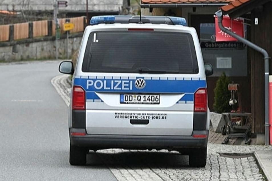 """Kennzeichen mit der Buchstabenkombination """"DD - Q"""" sind ausschließlich Polizeifahrzeugen in Sachsen vorbehalten. In Oberlichtenau wurde jetzt ein privates Moped mit einem derartigen Kennzeichen gestoppt."""