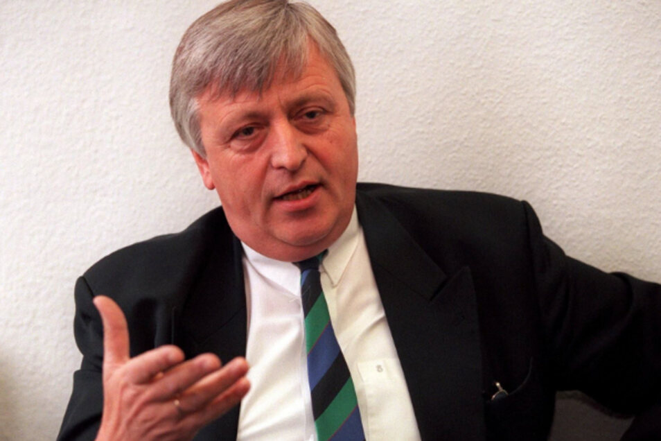 """""""So schnell wie wir, baut in Deutschland ohnehin niemand Straßen."""" -Sachsens Wirtschaftsminister (1990 bis 2002) Kajo Schommer in einem SZ-Interview"""