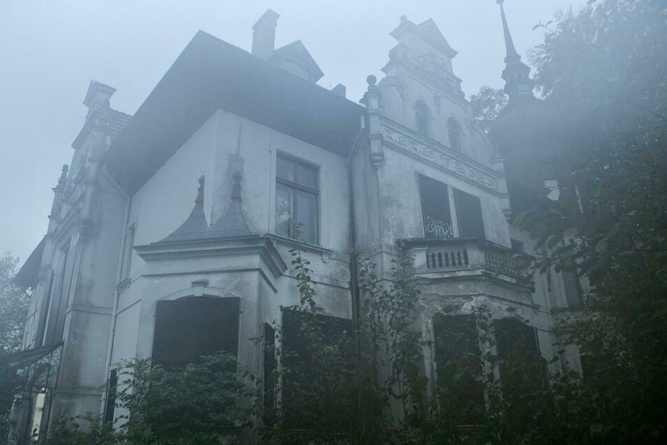 """Ganz schön düster: Das Forellhaus in Biesnitz spielt am Donnerstagabend in """"Kein Entkommen"""" auch eine Hauptrolle."""
