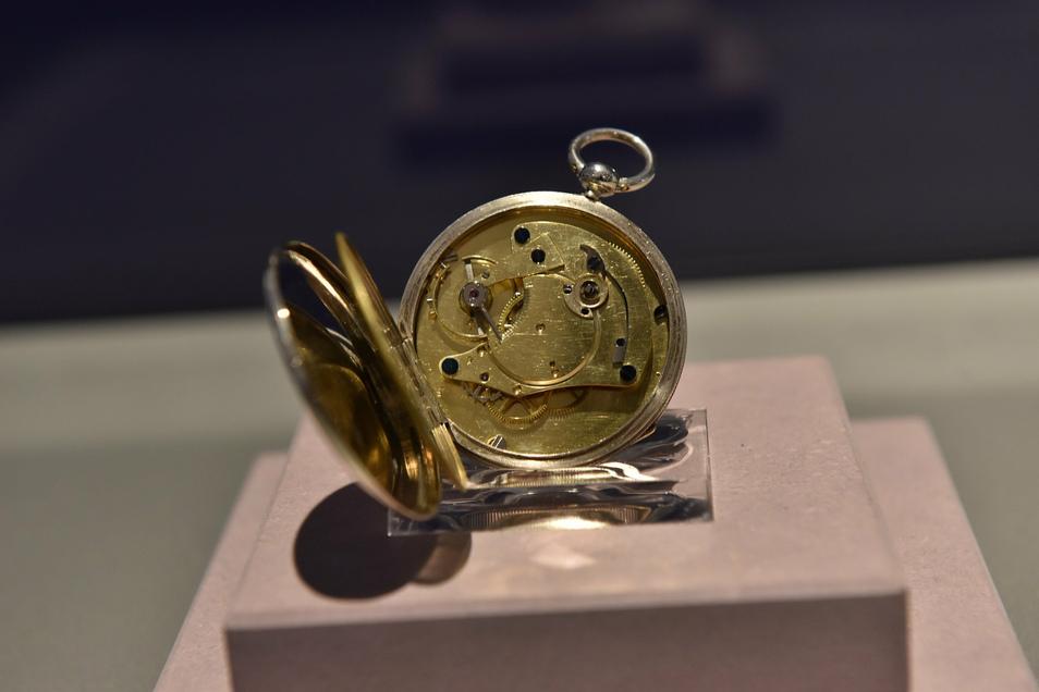 So sieht die 1848 geschaffene Taschenuhr aus der Manufaktur Lange aus der Nähe aus.