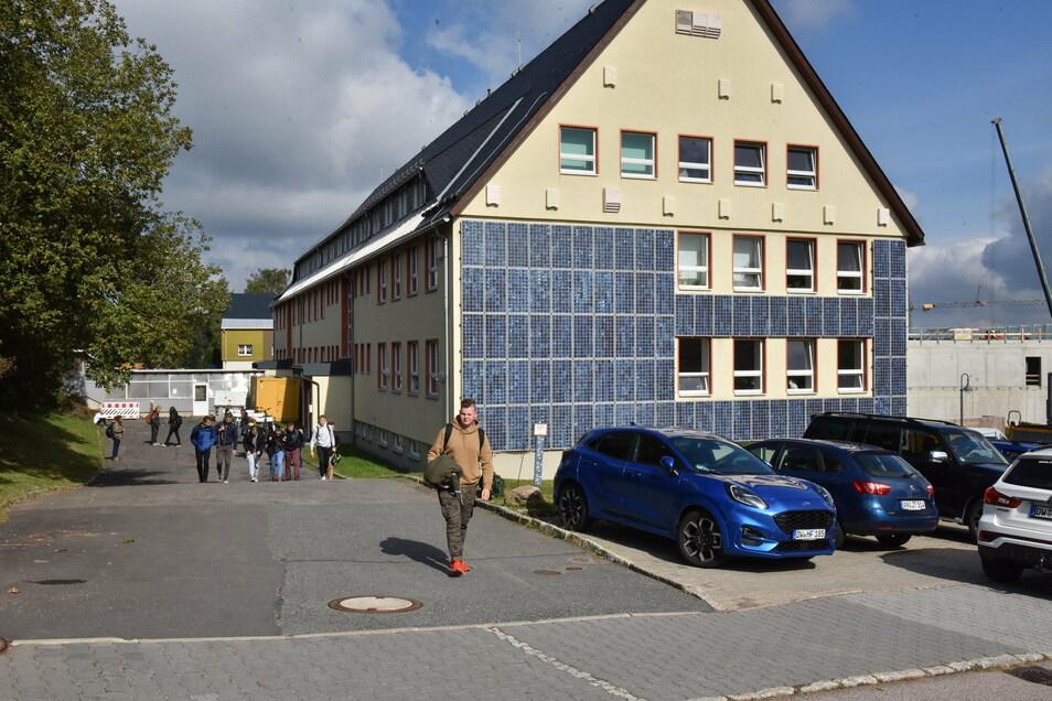 Dass einzelne Klassen fehlen, gehört inzwischen zum Alltag im Glückauf-Gymnasium Altenberg.
