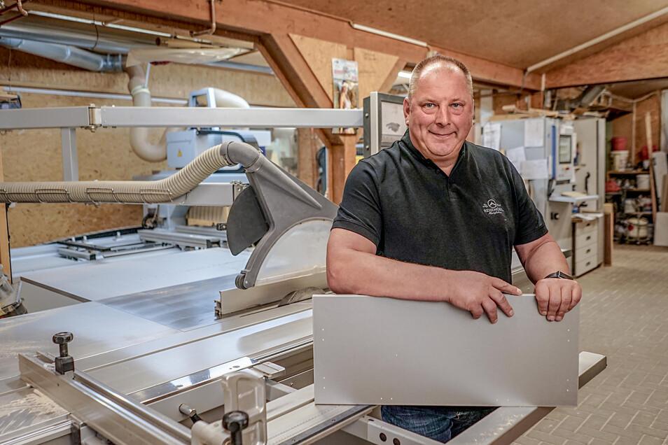 Schon mehrfach wurde bei Firmen in Sohland eingebrochen. Doch das ist inzwischen Vergangenheit, sagt Tischlereichef Steffen Schirner. Er selbst hat aufgerüstet.