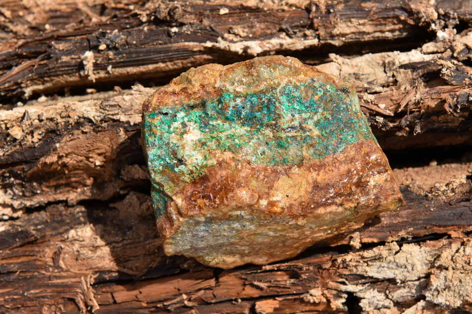 Grünlich schimmert das oxidierte Kupfer im Heilige-Drei-König-Stollen bei Dipps.
