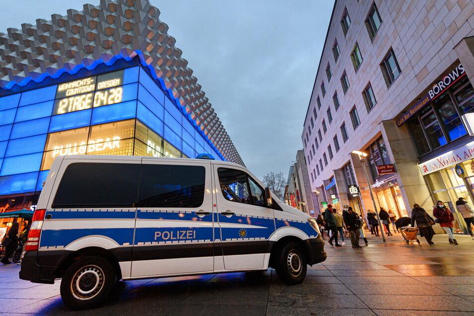 Auf der Prager Straße musste die Polizei am Montagabend einen Dieb festnehmen.