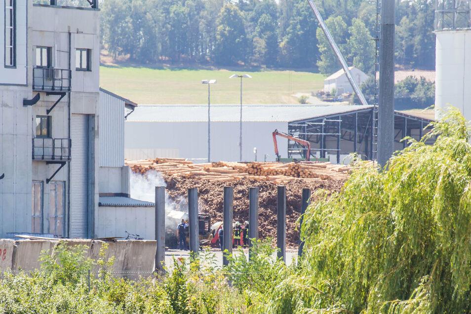 Am Freitagmittag brannte im Kodersdorfer Sägewerk von HS Timber Production ein Radlader.