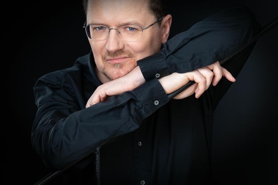 Orgelprofessor Pier Damiano Peretti gibt in Reinhardtsgrimma Einblicke in sein Können.