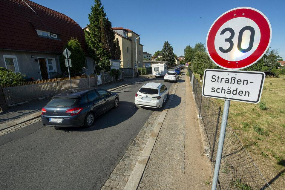 Zwischen Kötzschenbrodaer Straße und Südstraße wird die Serkowitzer Straße saniert.