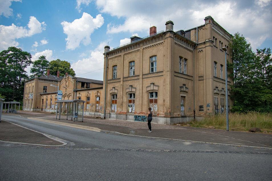Das denkmalgeschützte Bahnhofsgebäude in Leisnig hat am Freitag den Besitzer gewechselt.