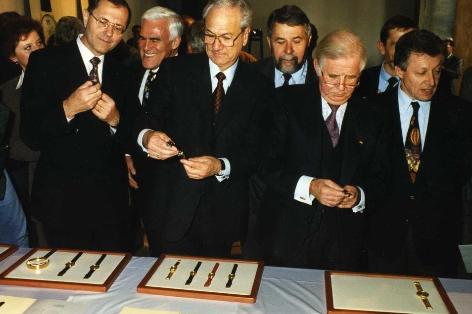1994 wurden die neuen Lange-Uhren im Dresdener Schloss vorgestellt. Zu den Gästen gehörte auch der damalige Ministerpräsident Kurt Biedenkopf.
