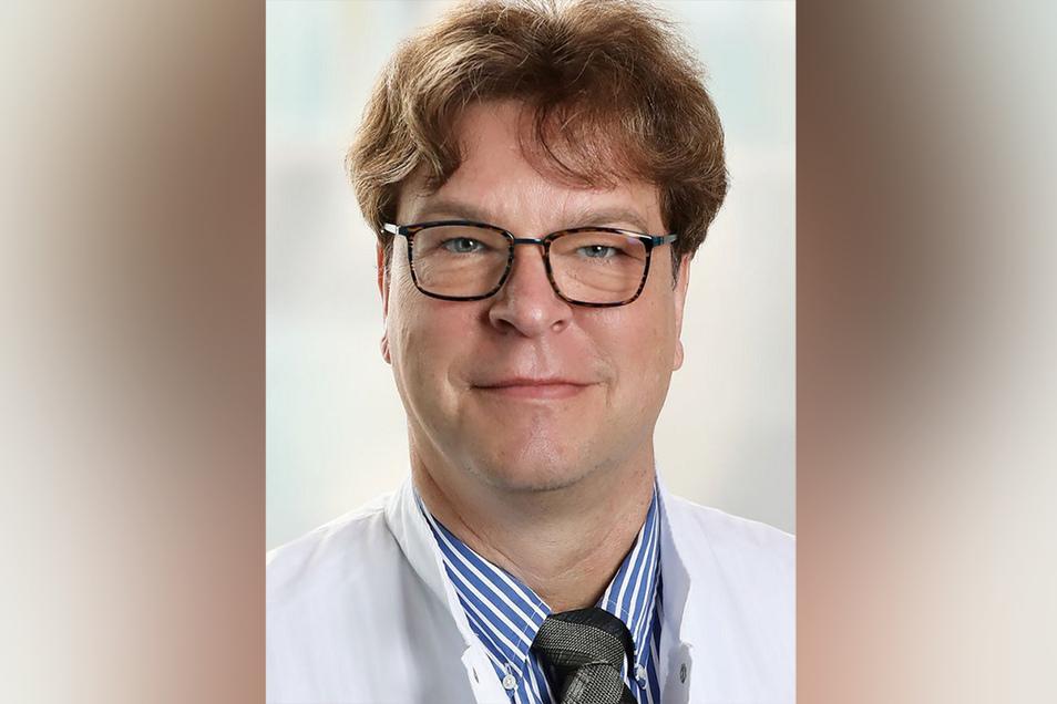 """Klinik-Direktor René Schwarz: """"Wir wissen, dass der Schutz überall knapp ist. Deshalb gehen wir sorgsam mit den Ressourcen um."""""""