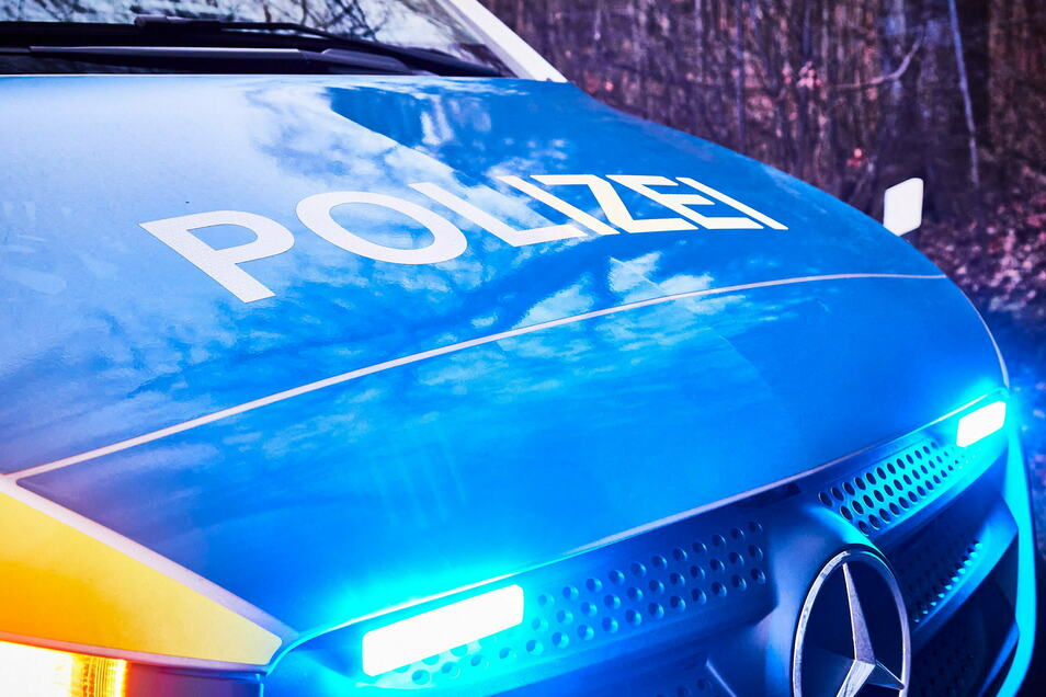 Die Polizei ermittelt in Seitschen wegen Sachbeschädigung an einem Wartehäuschen des Haltepunkts.