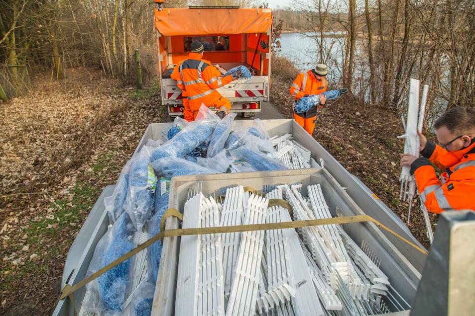 An der Neiße nördlich von Lodenau bauten Ende Januar Mitarbeiter der Straßenmeisterei Niesky und des Veterinäramtes Löbau die Wildschweinbarriere auf. Brandenburg setzt inzwischen einen festen Zaun an der Grenze zu Polen, um die Schweinepest einzudämmen.