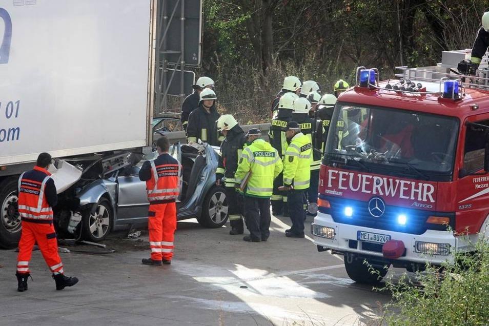 Die Polizei geht davon aus, dass der Fahrer des Skodas während der Fahrt eingeschlafen war.