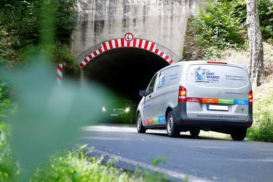 Im engen Liebenauer Tunnel am Stadtrand von Kamenz kommt es immer wieder zu gefährlichen Situationen. Doch so schnell wird sich daran nichts ändern.