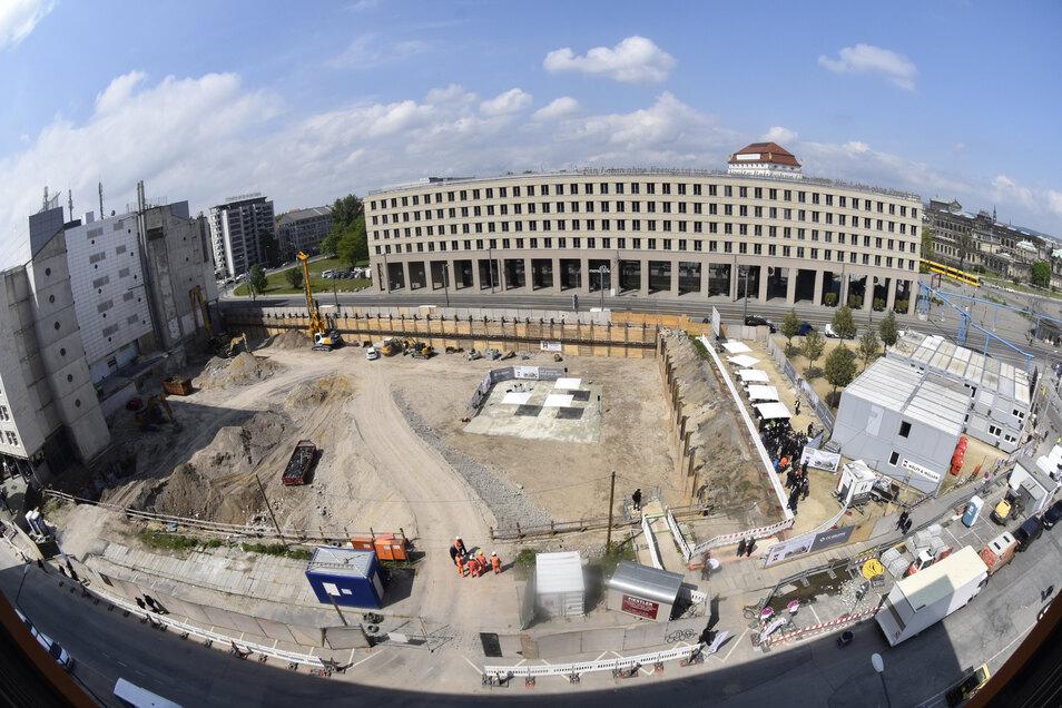 Das ist die große Baugrube, in der der Grundstein für die Mary-Ann-Apartments gelegt wurde.