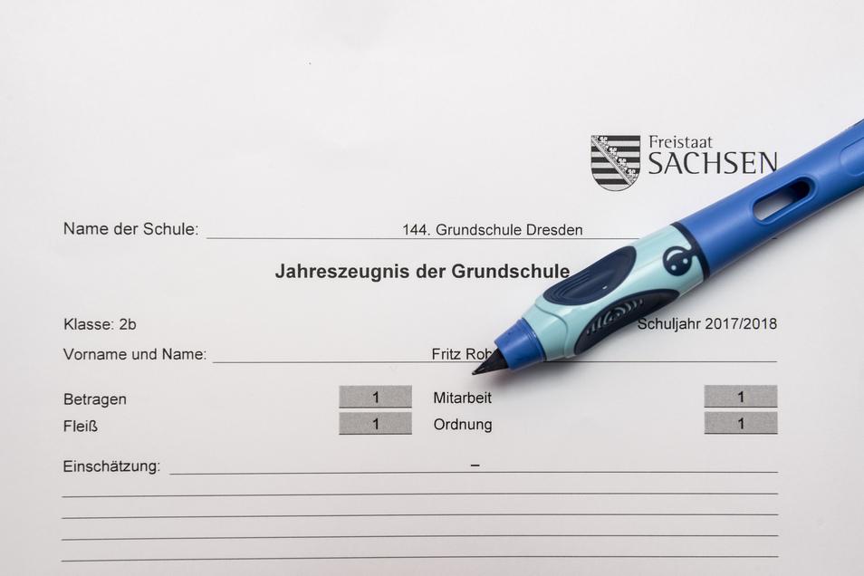 Noten für Betragen, Fleiß, Ordnung und Mitarbeit wurden in Sachsen ab dem Schuljahr 2000/2001 wieder eingeführt.