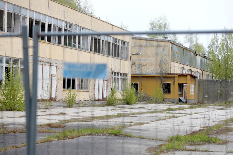 Diese Gebäude dienten der Ausbildung der Soldaten, sie sind marode. Durch Zäune sicherte die Bundesanstalt für Immobilienaufgaben das Gelände.