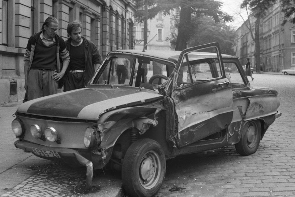 1984 hatte es auf der Zwickauer Straße in Plauen gekracht. Der sowjetische Saporoshez sah danach nicht gut aus.