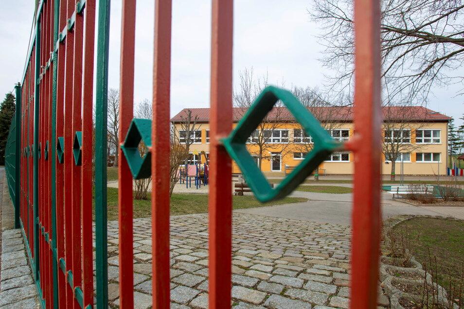So wie der Kindergarten an der Schule in Mohorn bleiben die Einrichtungen ab Montag wieder geschlossen. Es findet nur noch eine Notbetreuung statt.