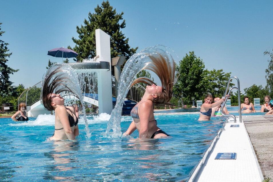 Viel Freude im Nixenbad bei sommerlichen Temperaturen.