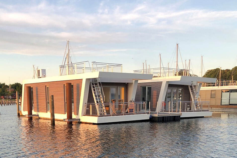 Vier Haustypen hat die Firma Floating Homes im Angebot. Im Bild zu sehen ist die kleinste Variante mit 60 Quadratmetern Wohnfläche, einer 15 Quadratmeter großen Terrasse und einem optionalen Skydeck.