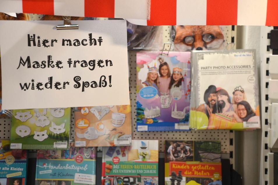 Mit Augenzwinkern: Masken zum Verkleiden für die Kinder.