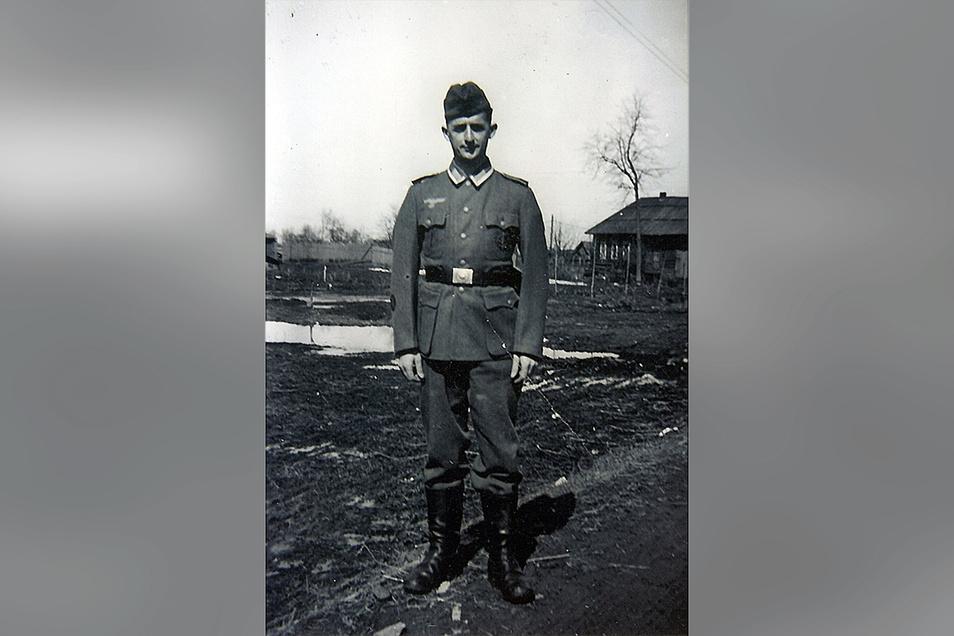Marcel Weise als frisch beförderter Unteroffizier vor dem Angriff auf die Sowjetunion. Im Lazarett eingesetzt, erlebt er täglich das Grauen des Krieges.