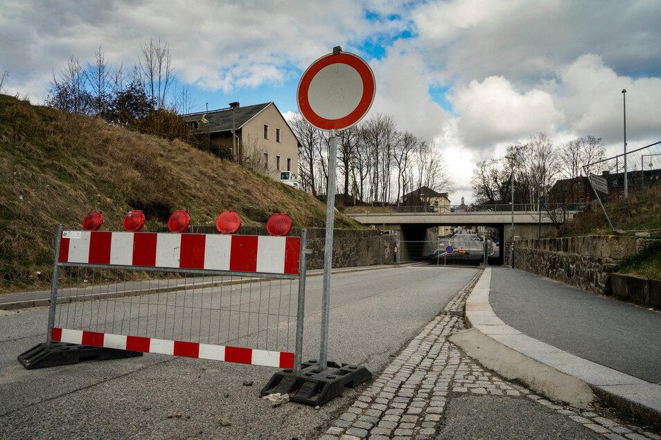 Noch steht die Sperrscheibe an der Neustädter Straße in Bischofswerda - aber nicht mehr lange.