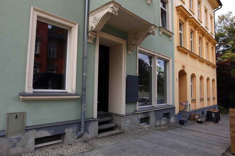 An der Poststraße in Kamenz wird ein ehemaliger Laden gerade zum Zwei-Zimmer-Hostel umgebaut - mit Gemeinschaftsküche und kleinem Innenhof.