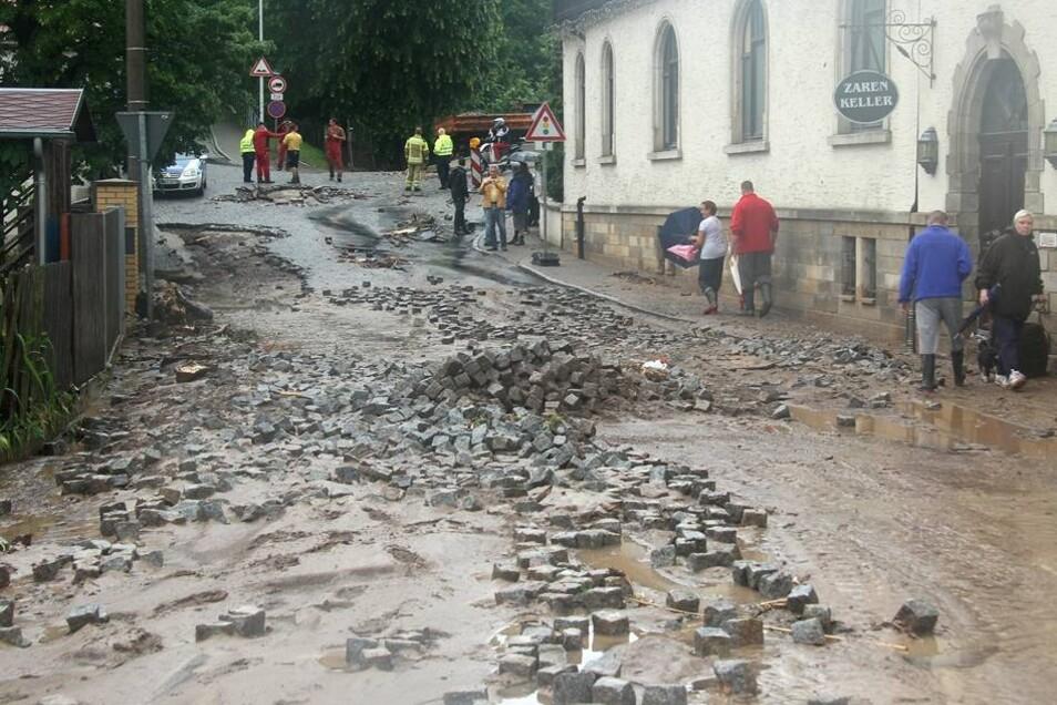 ... so das Teile der Weistropper Straße unbefahrbar sind.