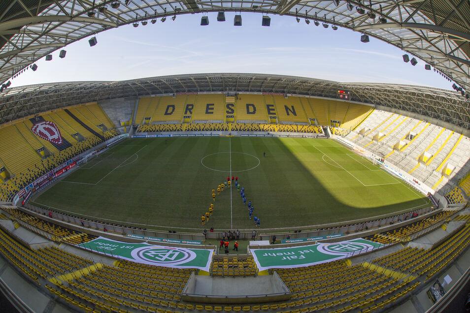 Zum zweiten Mal blieb das Dresdner Stadion bei einem Punktspiel von Dynamo am 7. Februar 2015 leer. Nach Ausschreitungen bei der Partie in Rostock im November 2014 verhängte das Sportgericht erneut einen Zuschauerausschluss. Die Schwarz-Gelben verloren gegen Rot-Weiß Erfurt mit 0:1.