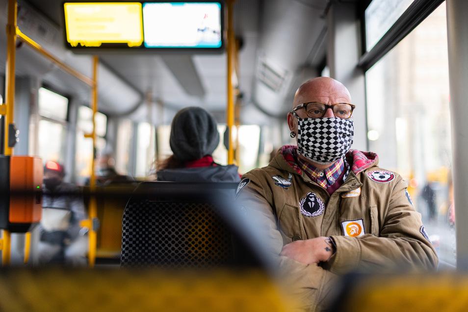 Trotz weiterer Lockerungen: die Maskenpflicht bleibt in Sachsen weiterhin bestehen.