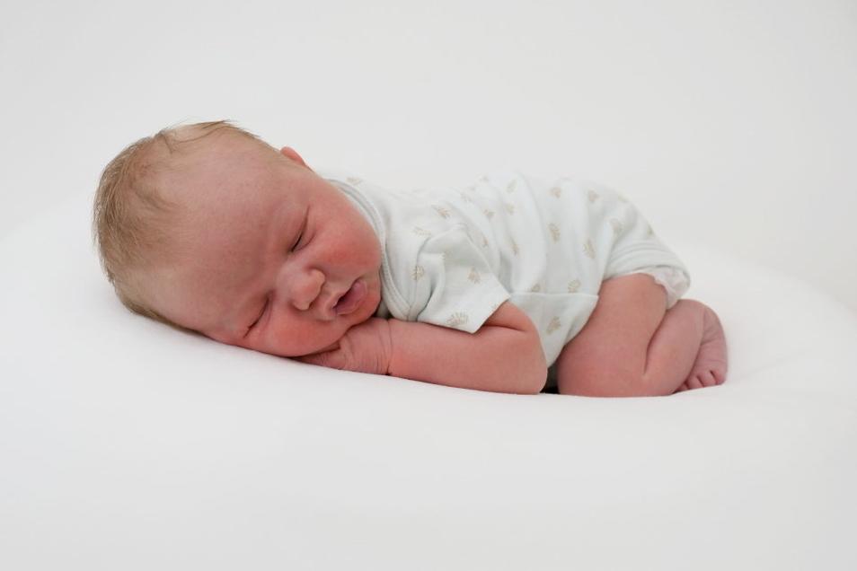 Curt, geboren am 18. Juli, Geburtsort: Pirna, Gewicht: 4.425 Gramm, Größe: 56 Zentimeter, Eltern: Sophia Kaiser und Stefan Kaiser mit Carl, Wohnort: Heidenau