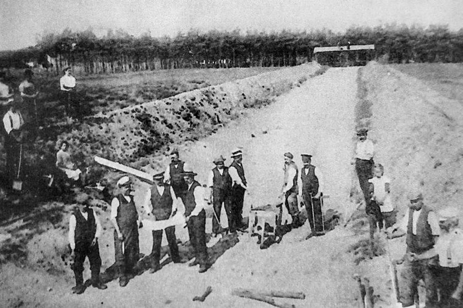 Der Militärverein Neu Ödernitz errichtete nicht nur das Denkmal seiner Gefallenen aus dem Ersten Weltkrieg, sondern baute einen groß angelegten Schießplatz in der Nähe des heutigen Thüringer Weges.