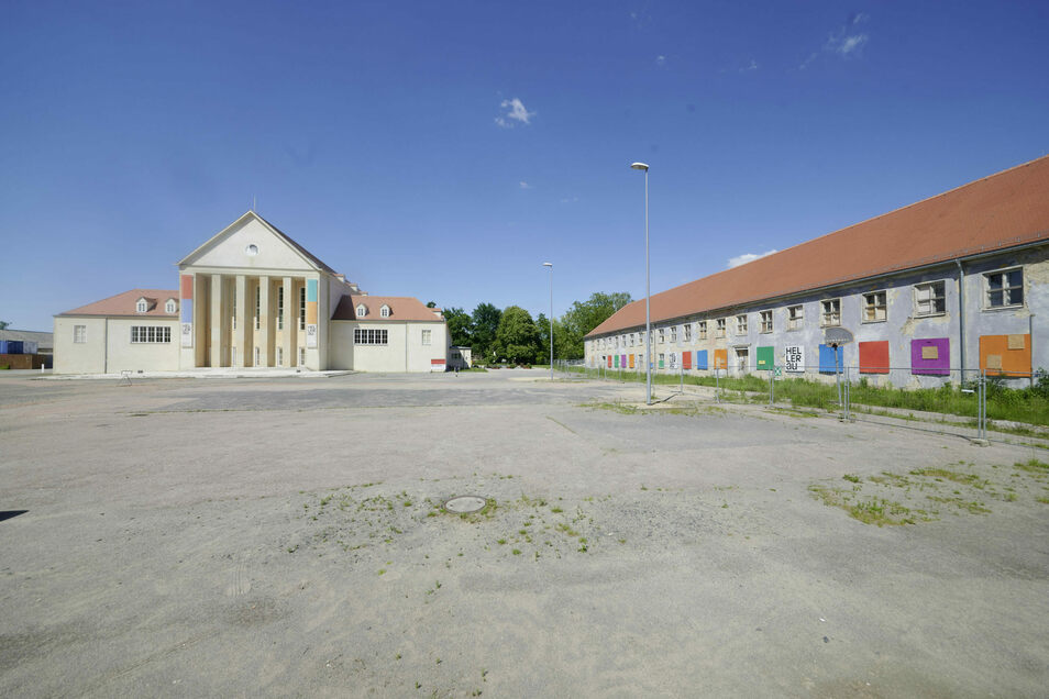 Der Ostflügel (rechts) des Hellerauer Festspielhauses wird saniert.