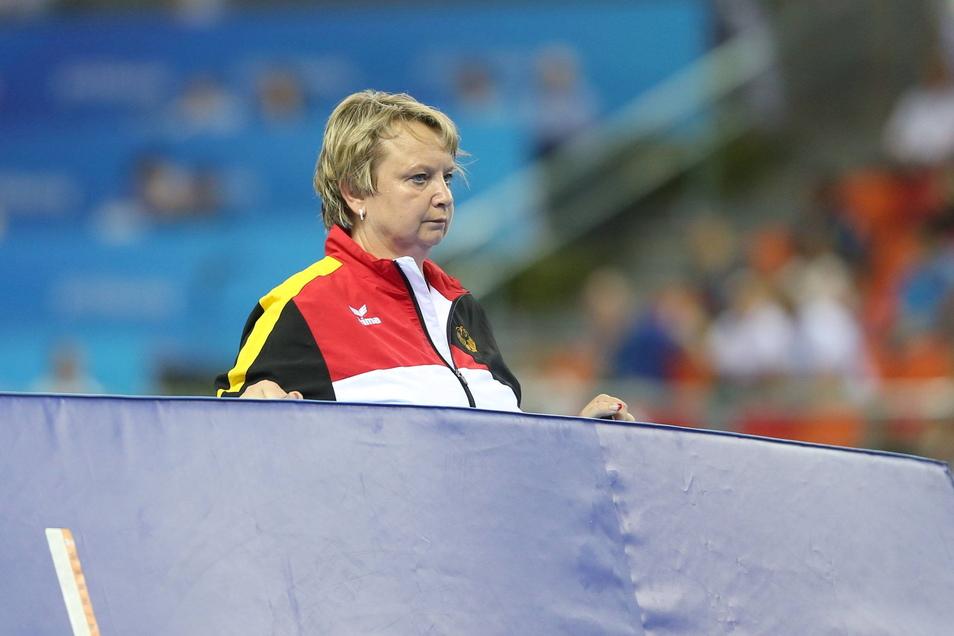 Trainerin Gabriele Frehse ist seit dem vom Nachrichtenmagazin Der Spiegel Ende 2020 öffentlich gemachten Vorwürfen ehemaliger Schützlinge vom Olympiastützpunkt Sachsen freigestellt, der Deutsche Turner-Bund (DTB) fordert ihre Entlassung.