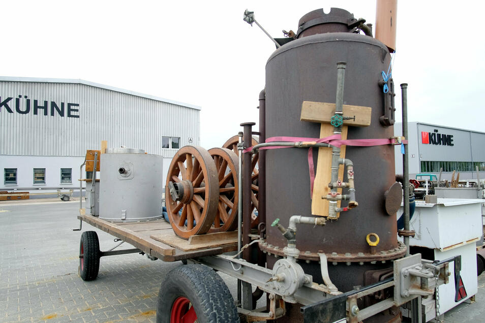 Eine 80 Jahre alte Kartoffeldämpfmaschine ist bei der Firma Kühne in Lommatzsch eingetroffen.