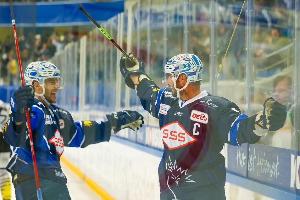 Eislöwen-Kapitän Jordan Knackstedt hatte mit zwei Toren großen Anteil am Sieg gegen Kaufbeuren.