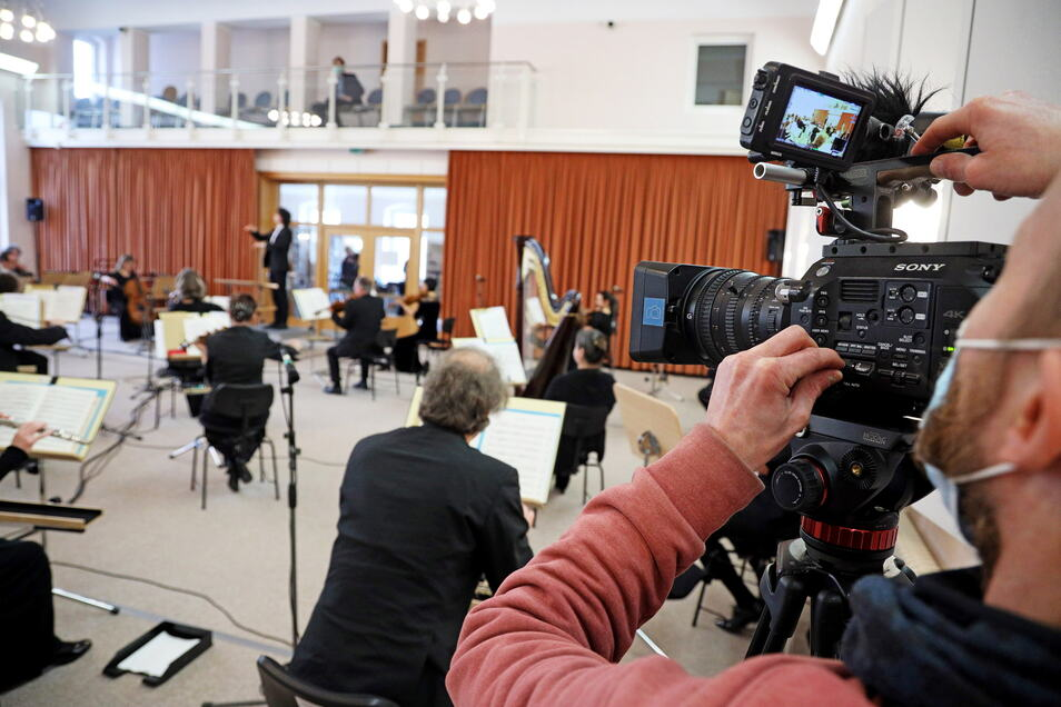 Insgesamt drei externe Kameraleute sorgen dafür, dass das Konzert auch ein Erlebnis zum Zuschauen wird.
