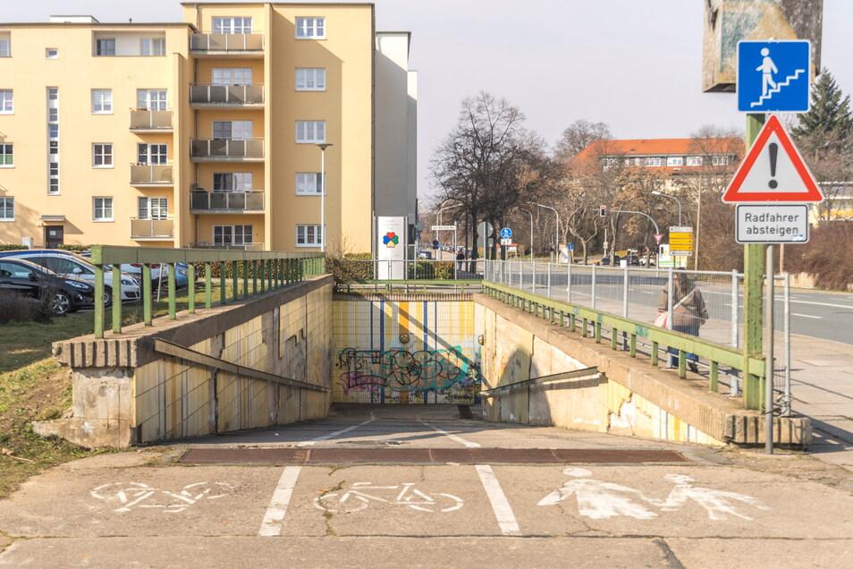 Der Fußgängertunnel an der Breitscheidstraße nahe dem Volkshaus gehört seit Jahrzehnten zu Riesa und ist in der Stadt einzigartig.