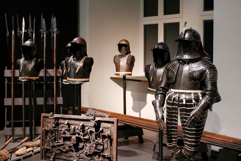 Blick in die Waffenkammer des 30-jährigen Krieges. Die originalen Waffen stammen aus der Sammlung Esterhazy in Österreich.
