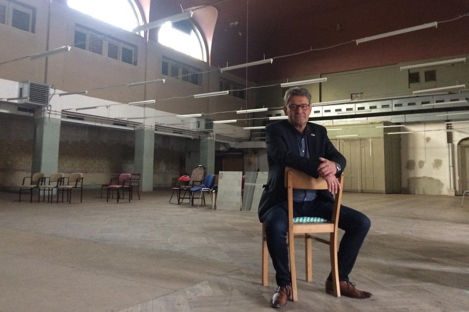 Pirnas OB Klaus-Peter Hanke 2016 im Saal vom Weißen Roß: Die Vision vom Kulturzentrum hat sich bislang nicht erfüllt.