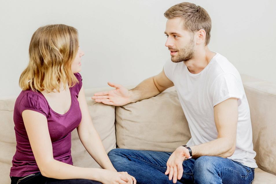 Gereizte Stimmung, nervige Debatten? So geht es einigen Paaren im Lockdown. Der Grund dafür liegt aber nicht immer in der Beziehung selbst.