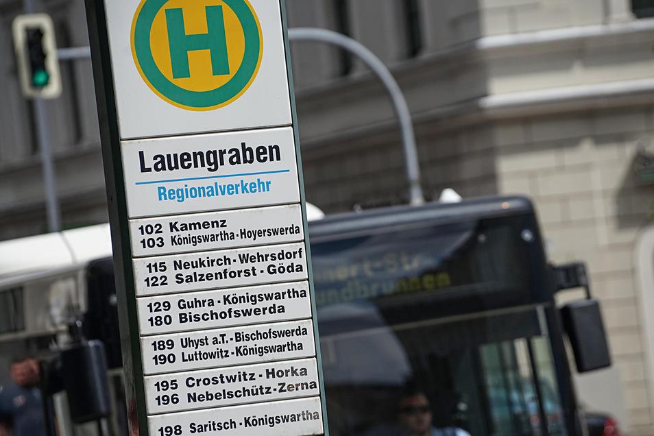Die Haltestelle am Bautzener Kornmarkt-Center: Vor allem abends sollen hier bald mehr Busse fahren.
