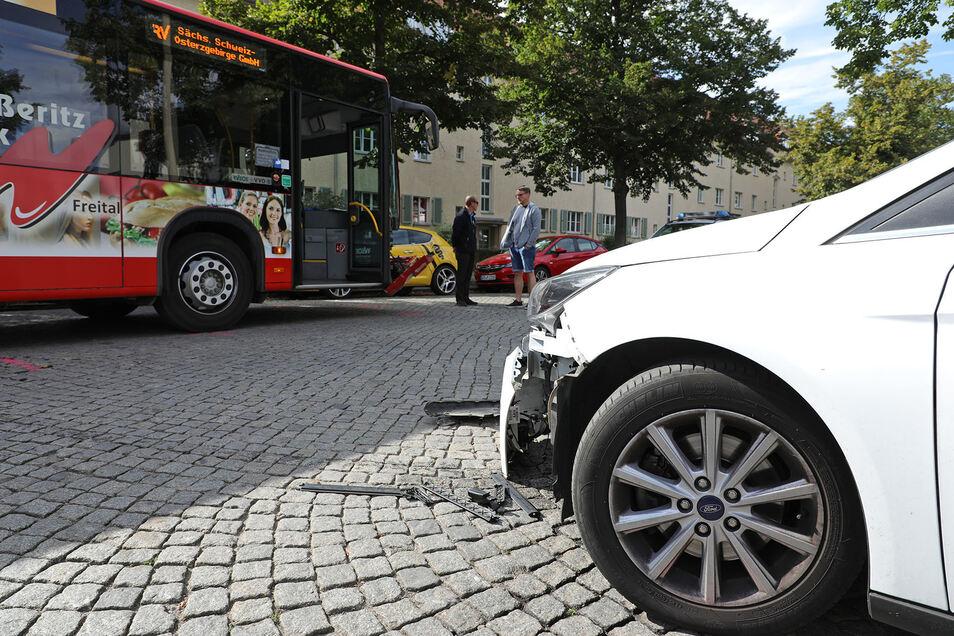 Bei einem Unfall mit einem Schulbus an der Altenberger Straße wurde niemand verletzt.
