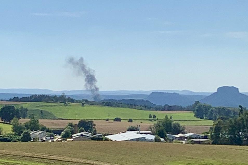 Die Rauchsäule war weithin zu sehen.